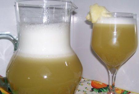 Suco de abacaxi com casca