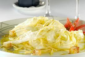 Salada de folhas  com tangerina e molho de mostarda