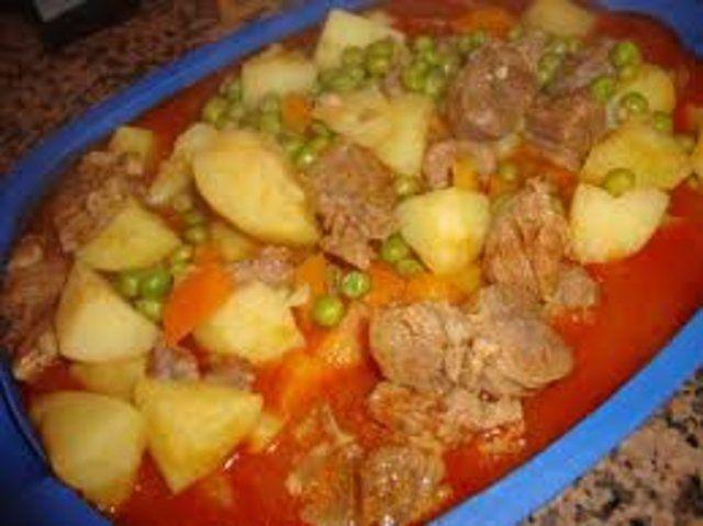 Guisado de carne de vaca quente e partido