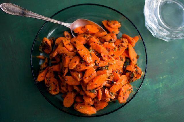 Cenouras picantes com quinoa
