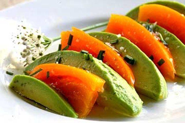 Salada de abacate com tomates