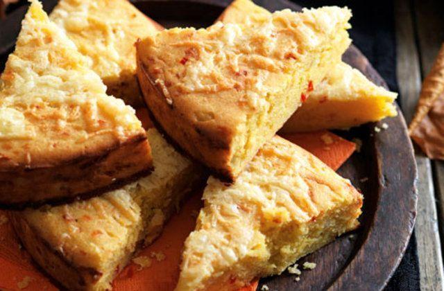 Broa de milho com cheddar e pimentão