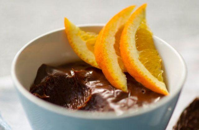 Mousse de chocolate amargo com notas e laranja
