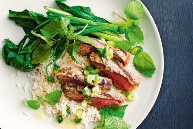 Bife do assado com wasabi, gengibre e molho de cebolinha