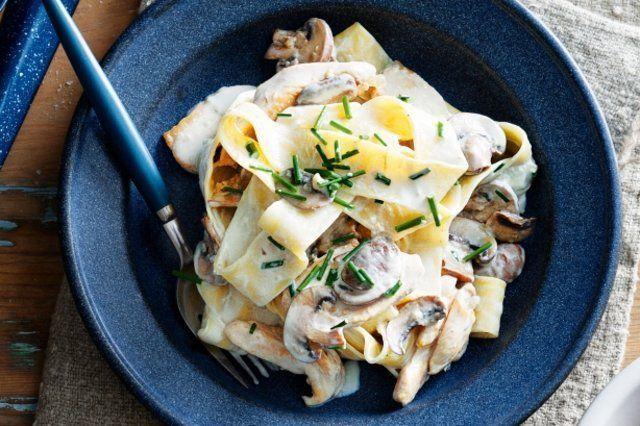 Talharine de frango cremoso e cogumelos