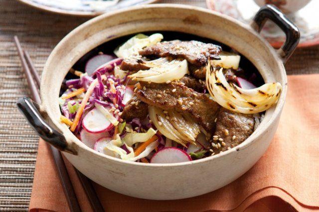 Carne coreana com salada