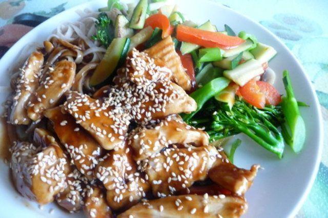 Frango chinês com gergelim e molho de soja