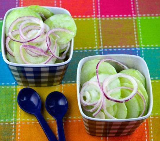 Salada de pepino com cebola