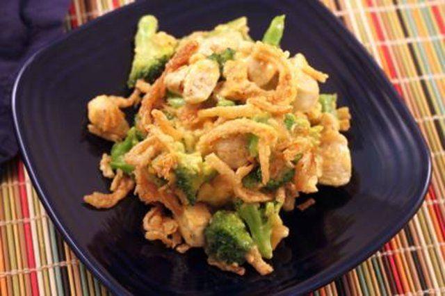 Frango com cheddar, brócolis e cebola
