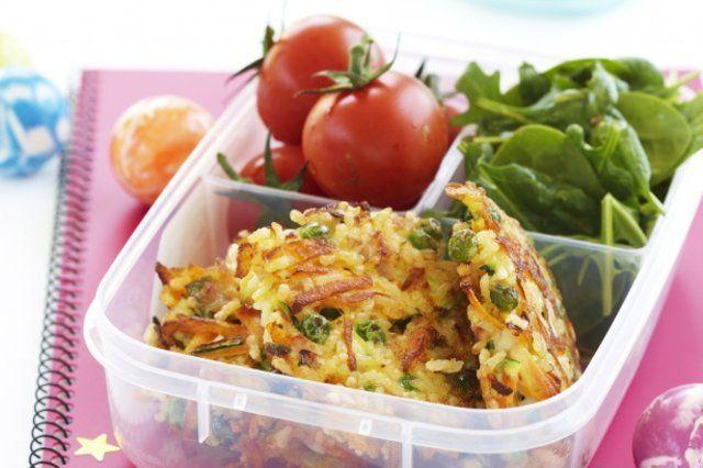 Bolinhos fritos de arroz e vegetais