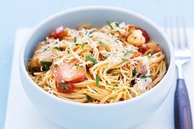 Espaguete com frutos do mar ao vinho