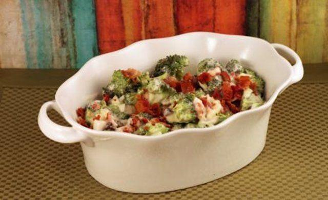 Salada de brócolis com bacon