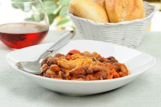 Feijões picantes com vegetais
