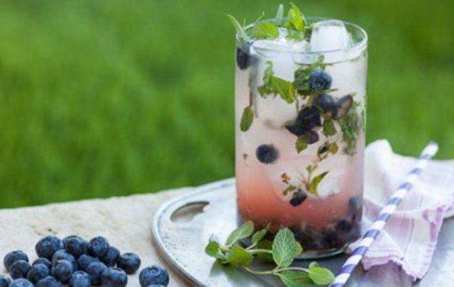 Refresco de blueberries e ervas