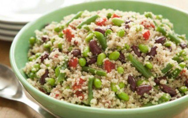 Salada de quinoa com feijão