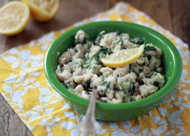 Purê de feijão Branco com espinafre, alho e limão