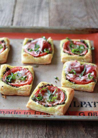Tortinhas de tomate e pesto
