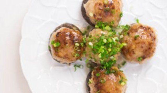 Cogumelos recheados com carne de porco