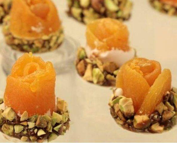 Doce de damasco com brigadeiro e pistache