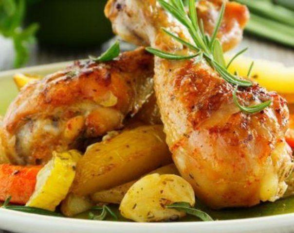 Coxa de frango cozida com batata e cenoura
