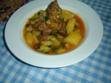 Sopa de mandioca e carne