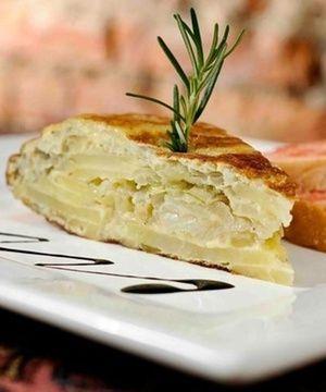Tortilla de Batatas e Pão com Tomate
