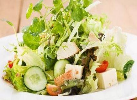 Salada com Pão Sírio, Mel e Iogurte