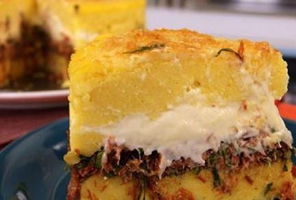 Torta de Polenta com Carne Seca e Couve