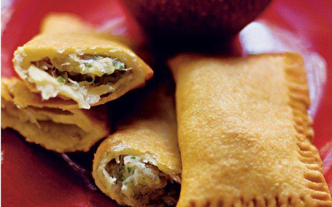 Travesseirinho (pastel) de bacalhau e maçã