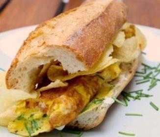 Sanduíche de ovo com queijo