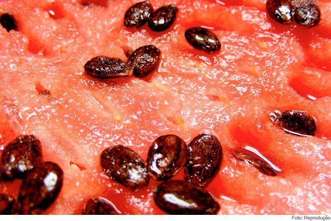Tira-gosto com sementes de melancia