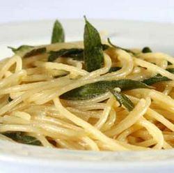 Espaguete de Abobrinha na Manteiga e Sálvia