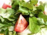 Salada mista de feijões com tomate e coentro