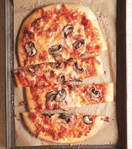 Pizza Três Queijos com bacon italiano e cogumelos