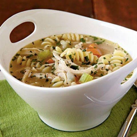 Sopa de frango com macarrão rápido