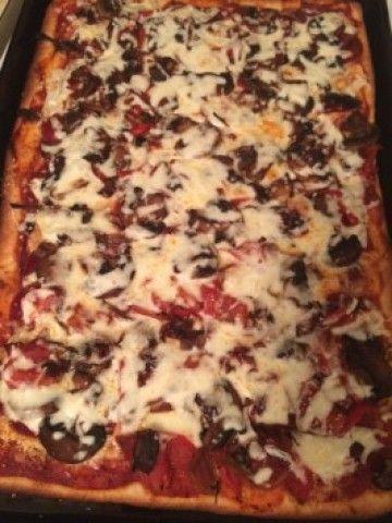 Torta de queijo pepperoni com cogumelo poró